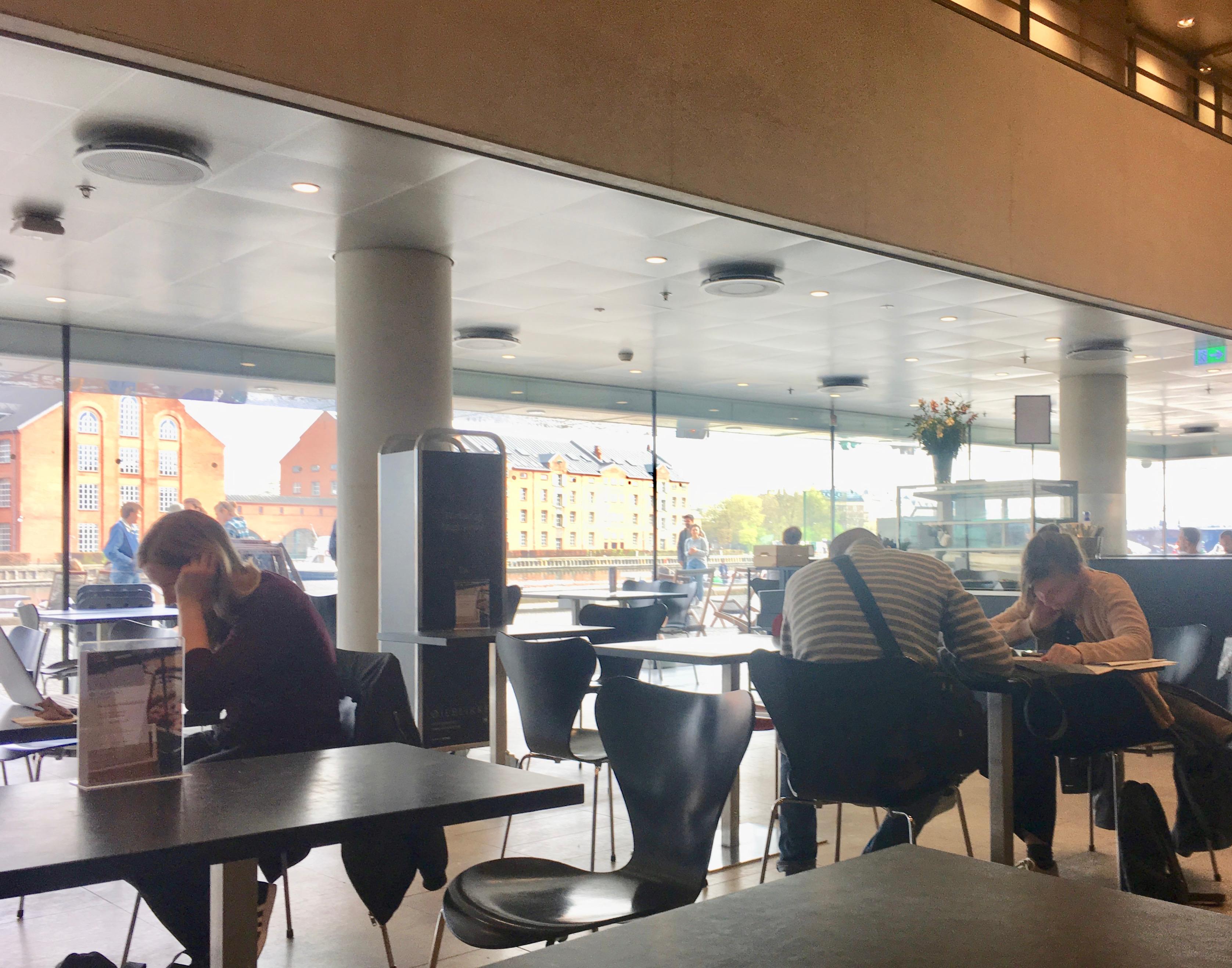 Café Øieblikket inside