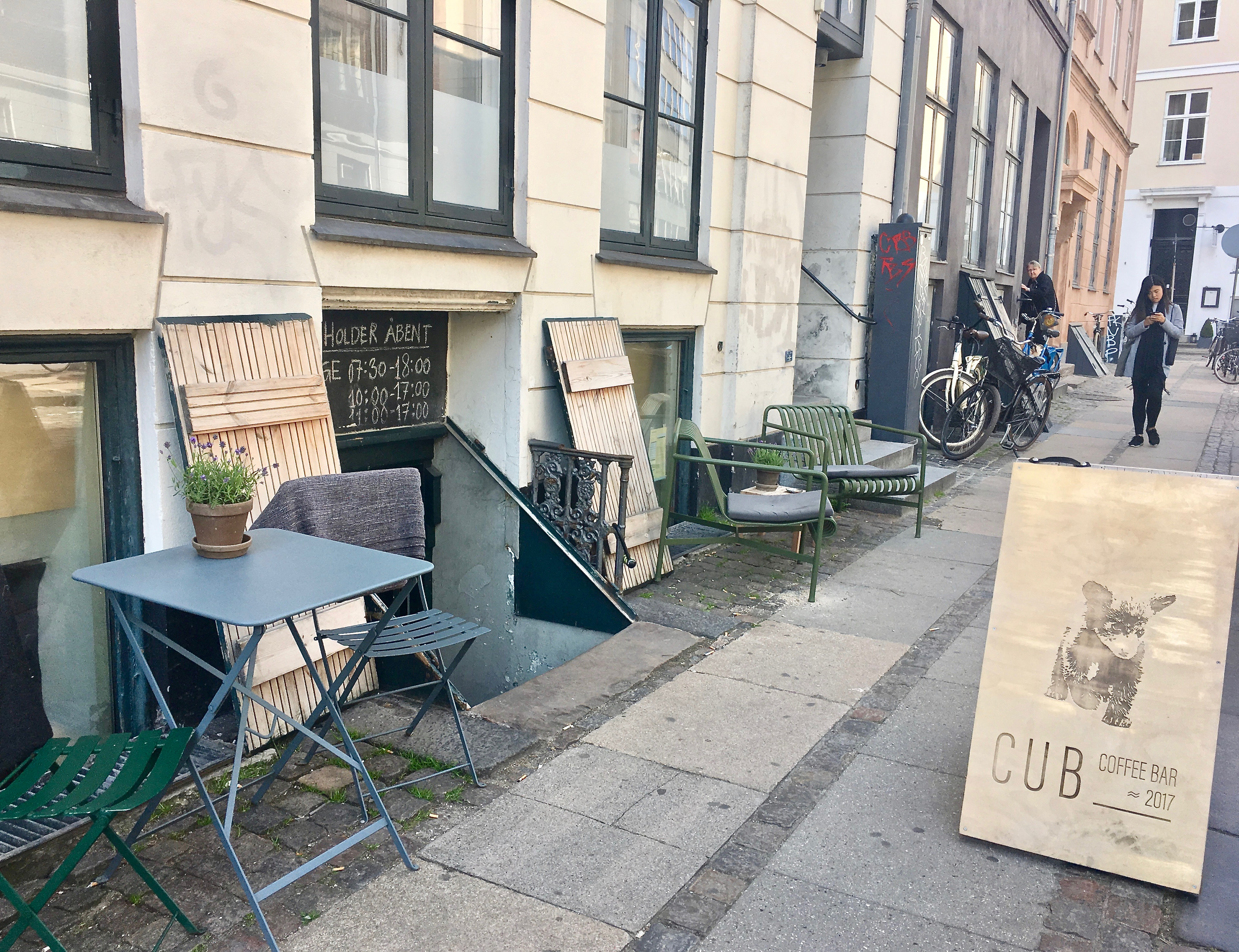 CUB Coffee Bar outside2