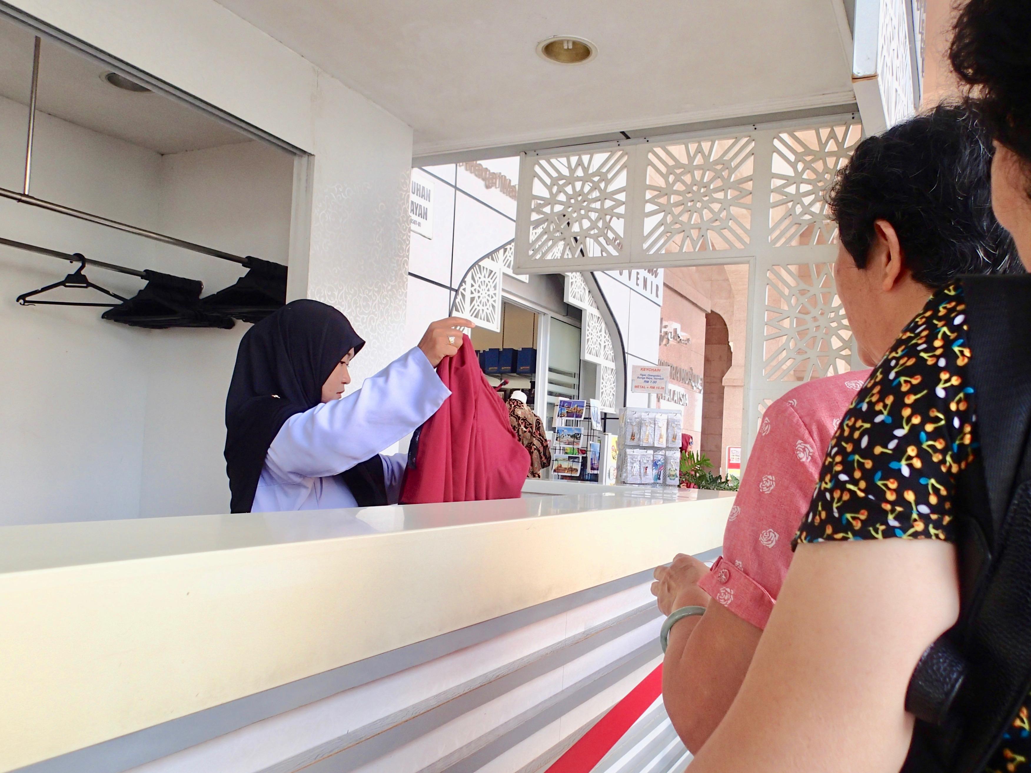 Masjid Putra robe2