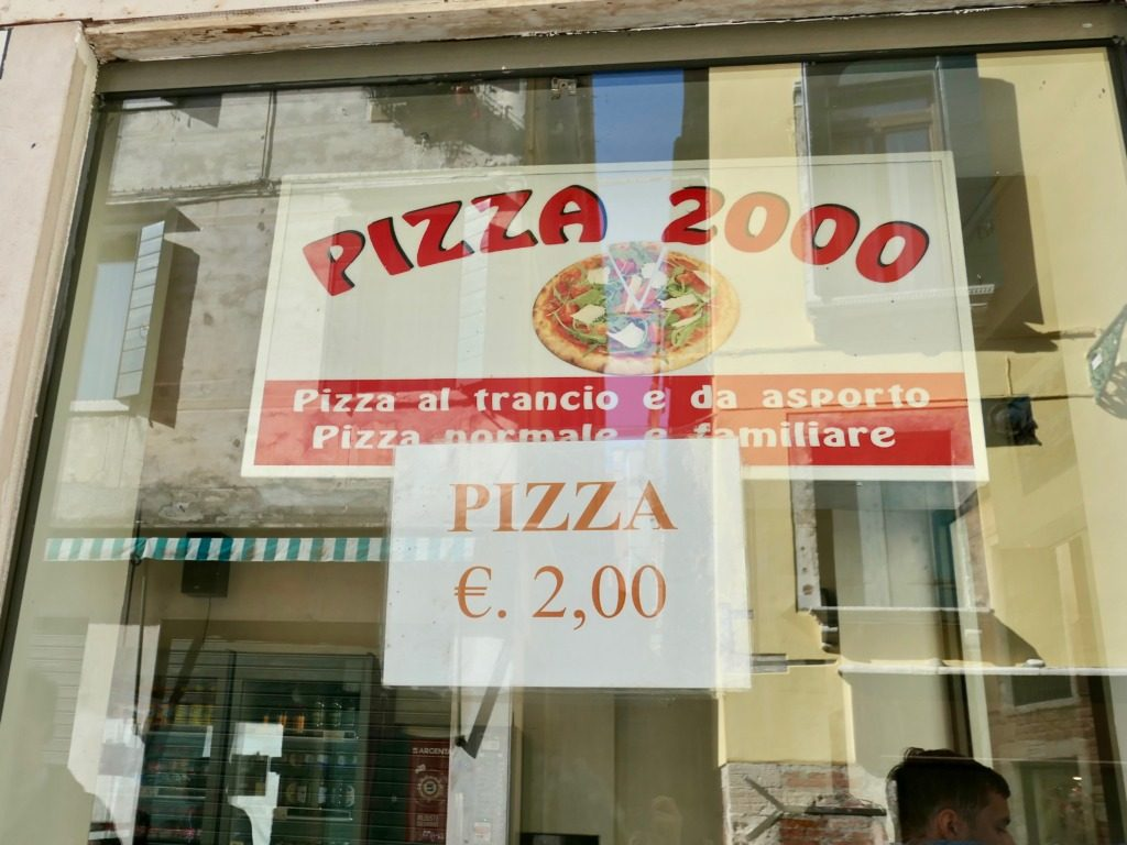 pizza-2000 outside2